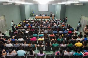 A cerimônia de abertura, na manhã desta quarta-feira (8), ocorreu no auditório do Centro de Ciências (Foto: Viktor Braga/UFC)